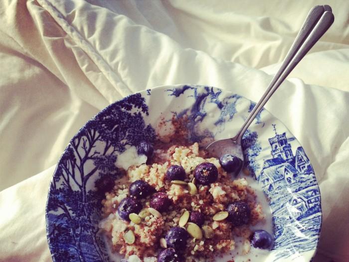 Breakfast in Bed {Chai Infused Steel Cut Oats}