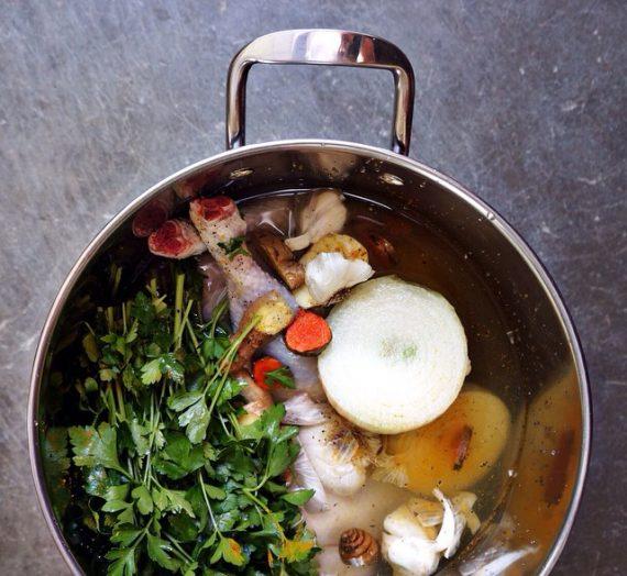 Homemade Chicken Soup w. Seaweed, Reishi Mushroom + Rose hip Broth