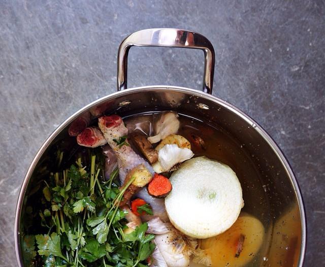 Homemade Chicken Soup w. Arame Seaweed, Reishi Mushroom + Rose hip Broth